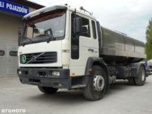 2004 VOLVO FL220 milk tanker