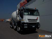 2013 IVECO TRAKKER 500 concrete