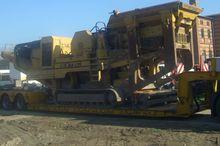 2001 EXTEC C10 Crusher crushing