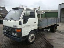 1993 TOYOTA Dyna flatbed truck