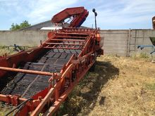 2008 AMAC E2 potato harvester