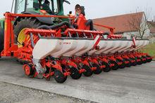 2012 KUHN Planter 3 12R pneumat