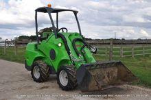 2014 AVANT 528 skid steer