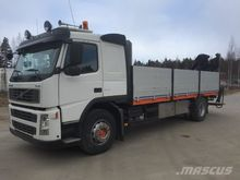 2005 VOLVO FM300 flatbed truck