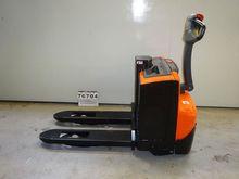 2009 BT SWE08F electric pallet