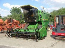 JOHN DEERE 1052 combine-harvest
