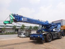 1999 KATO mobile crane