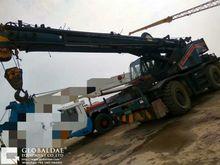 2001 KATO KR25H mobile crane