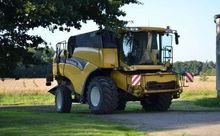 2003 HOLLAND CX880 combine-harv