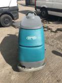 2010 TENNANT T5 scrubber dryer