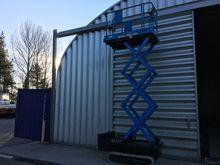 SCISSOR LIFT TRACKED 4m PLATFOR