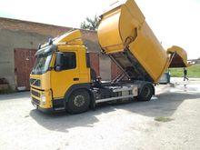 2010 VOLVO dump truck