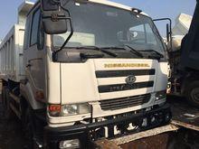 2013 NISSAN dump truck