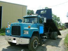 1986 Mack R686ST