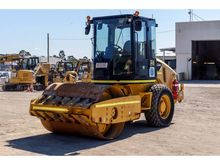 2012 CATERPILLAR CS44
