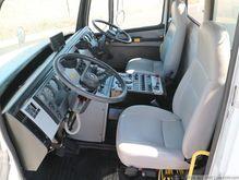 2001 Freightliner FL70 1321579