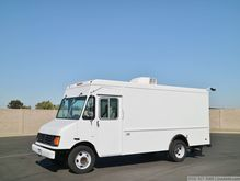 1999 GMC P30 14' Gas Step Van