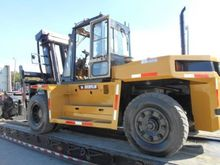 2000 CAT DP150 Pneumatic Tire F