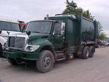 2004 INTERNATIONAL 7400