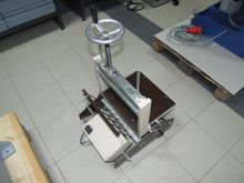 Binding press for gluing blocks