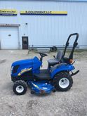 NEW HOLLAND BOOMER 1025