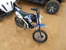 MOTOCROSS APOLLO 35 DIRT BIKE,