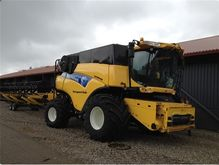 2009 Combine New Holland CR9090