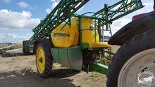 Trailed sprayer John-Deere 740,