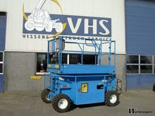 2000 Upright scissor lift