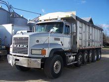 1998 Mack CH713