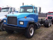 Used 2000 Mack RD690