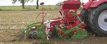 Pneumatic sowing machine FS 100