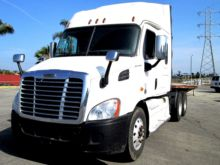 Used Cascadia 48 Mid Roof for sale  CASCADIA 113 equipment