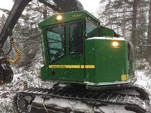 2010 John Deere 703 Harvester