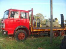 Used Flatbed Truck i