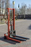 Hand hydraulic stacker H1516