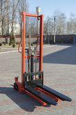 Hand hydraulic stacker H1016