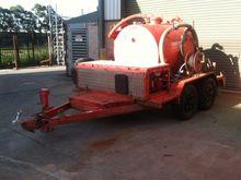 Vacuum Excavator with Tandem Tr