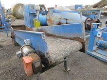 Inclined belt conveyor with mot