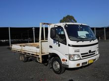 Hino City 300 (XZU417R) 4x2 Bod