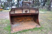 2000 Tilting Mud Bucket - mm
