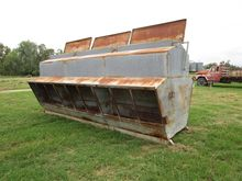 BAY 6 gal cattle feeder, approx