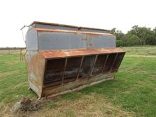 BAY 4 gal cattle feeder, approx