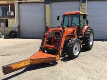 KUBOTA M8200, Tractor with fron