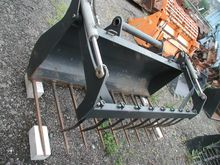 Gripper blade with upper holder