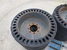 Tyres : SOLID TIRES 33x6x11