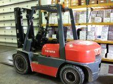 Used 1999 Toyota 02-