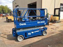 Used GENIE GS2032 El