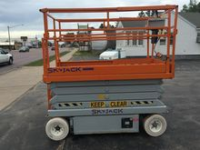 1999 SKYJACK 4226 Electric Scis