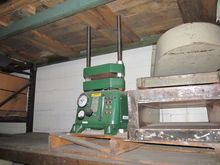 CARVER LABRATORY PRESS MODEL 26